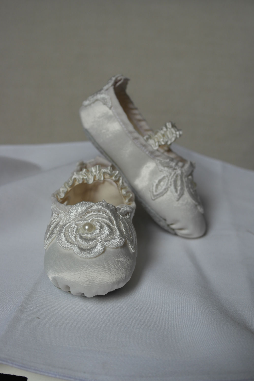 525c8250150 Cream Lace Flower Baby Shoes